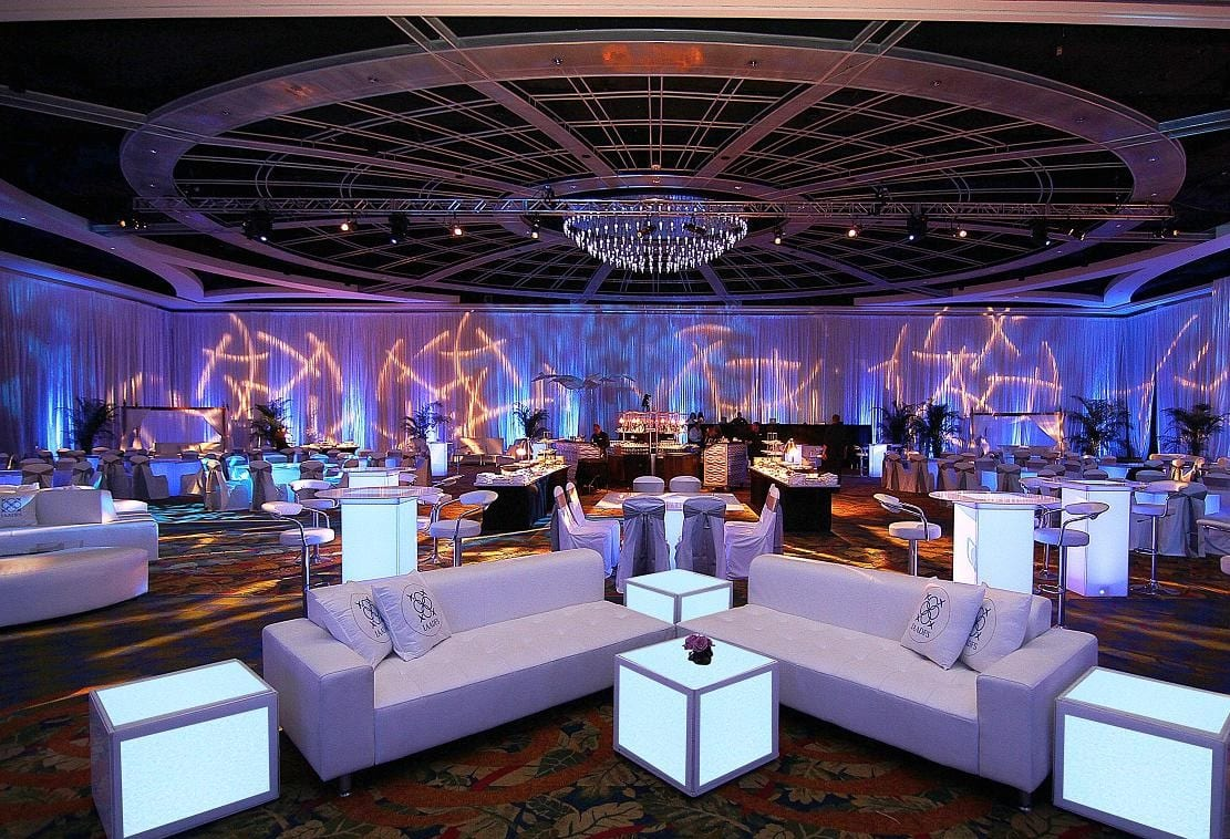 Top benefits of working with party furniture rental companies